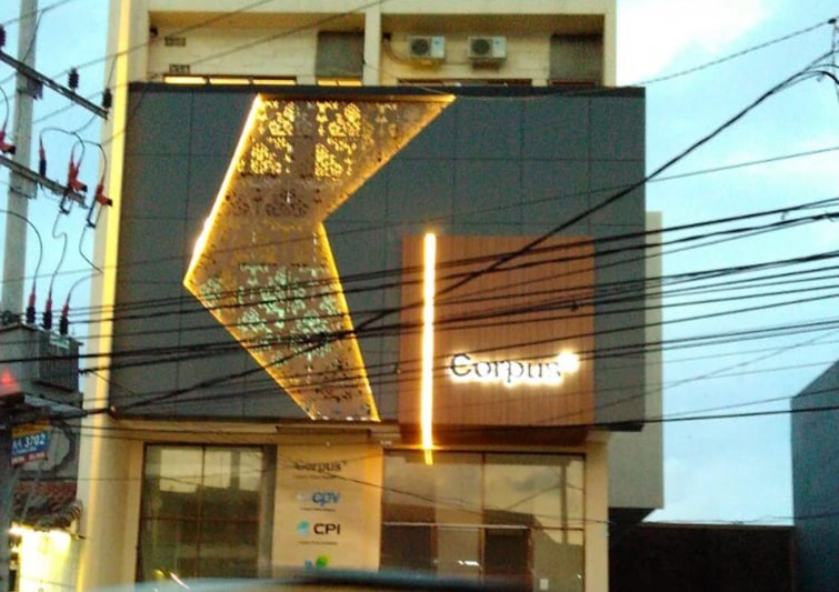 corpus-3d-letter-timbul-with-led-lamp-and-acp-facade-wall-cladding-with-grm-wood-and-led-lamp